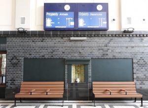Żagań dworcowa tablica informacji pasażerskiej