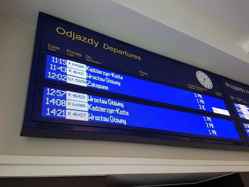wyświetlacz odjazdy przyjazdy LED display departures arrivals railway